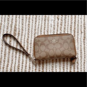 Coach wallet (BRAND NEW)